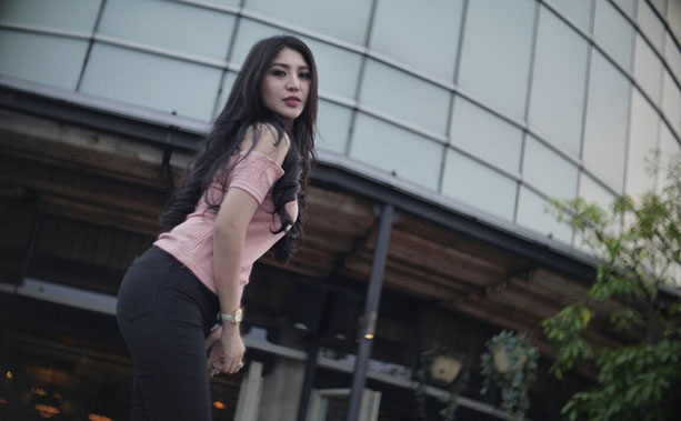 Bella Jadi Model Klip Single TALAK Abad 21